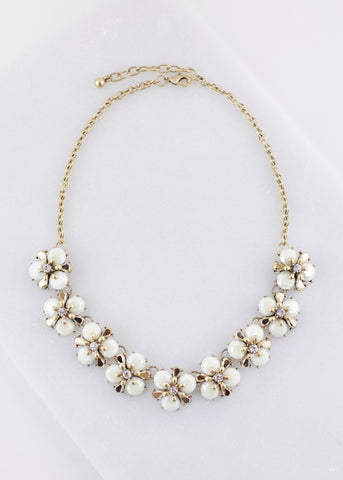 MULTI FLOWER BIB NECKLACE - Cream