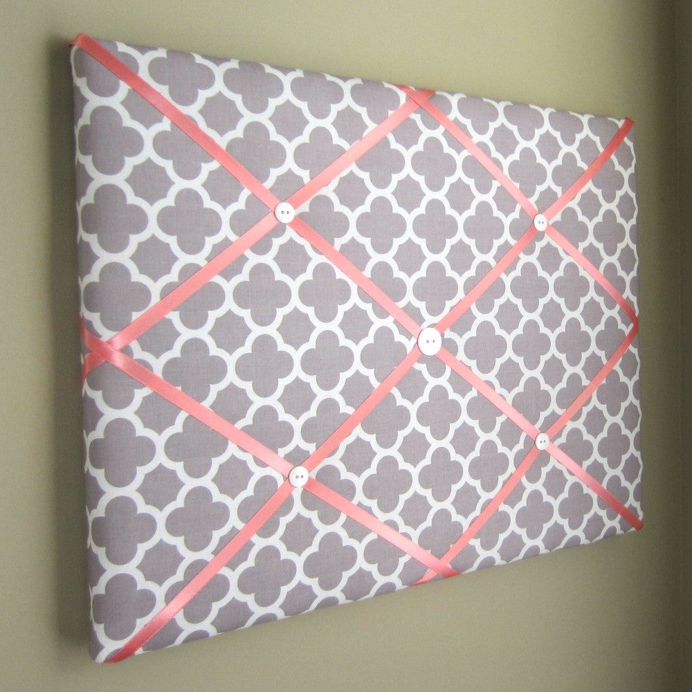 "16""x20"" Memory Board or Bow Holder-Grey & Coral Quatrefoil - Hold It!"
