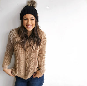 Holiday Cable Knit Sweater in Oatmeal