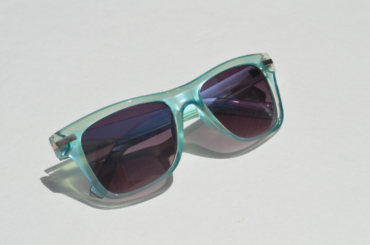Round Sunglasses Summer Aqua Blue with Dark Lense side