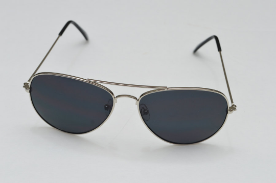Aviator sunglasses in Silver front view