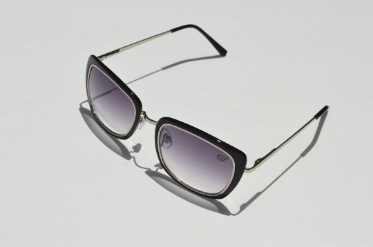 Black sunglasses in Silver shadow view