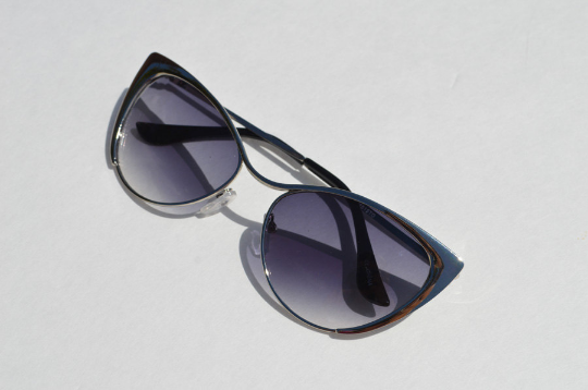 Cat eyes Sunglasses Silver Metallic  side view