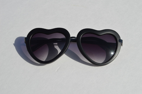 Heartshape Sunglasses in black main view