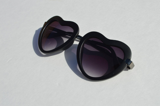 Heartshape Sunglasses in black shadow view