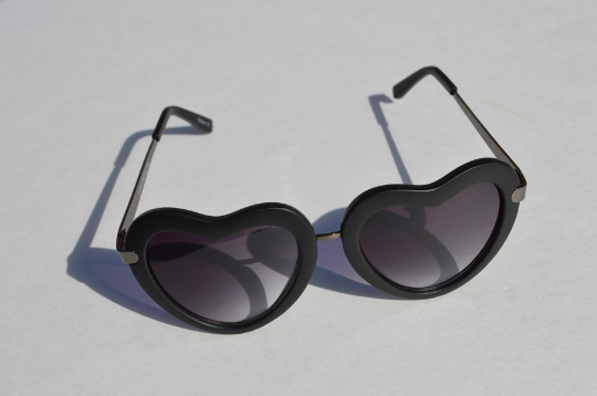 Heartshape Sunglasses in black front view