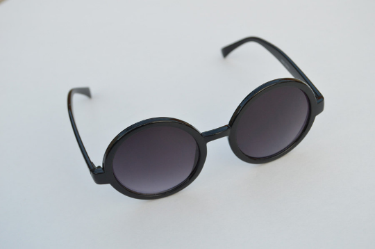 Round Sunglasses Black retro Classic shadow