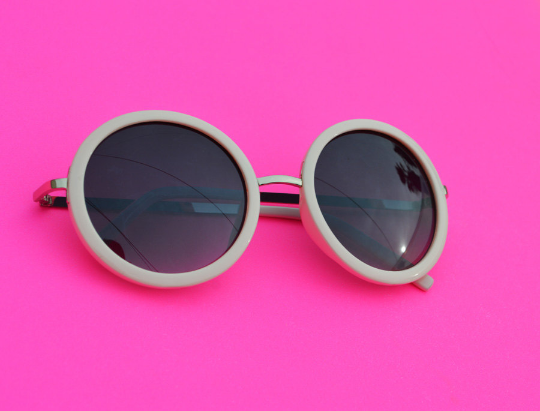 Round Sunglasses with silver accent in  Blush front