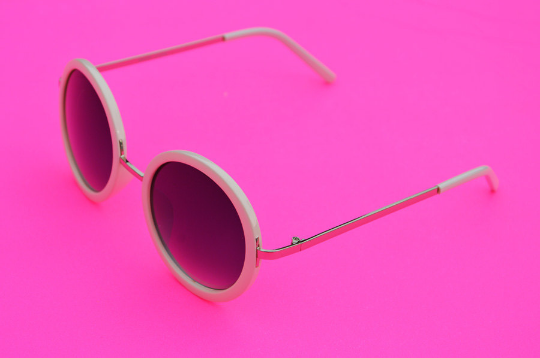 Round Sunglasses with silver accent in  Blush side view