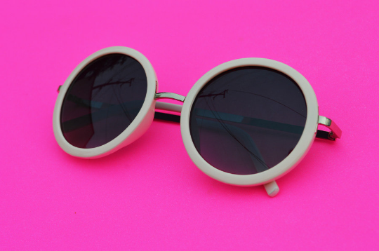 Round Sunglasses with silver accent in  Blush main