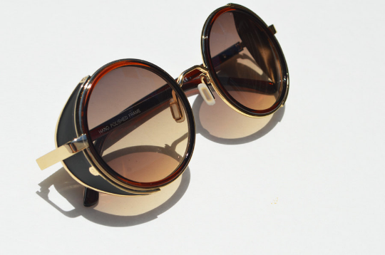 Round Steampunk Sunglasses shadow view