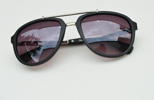 Aviator sunglasses in Matte round crooked view