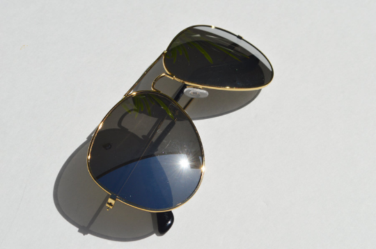 Aviator sunglasses in Metallic diagonal  view