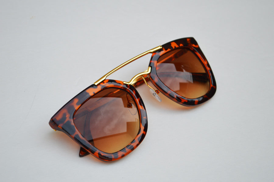 Round Cateyes Oversized Retro Sunglasses With Gorgeous Gold Accents side