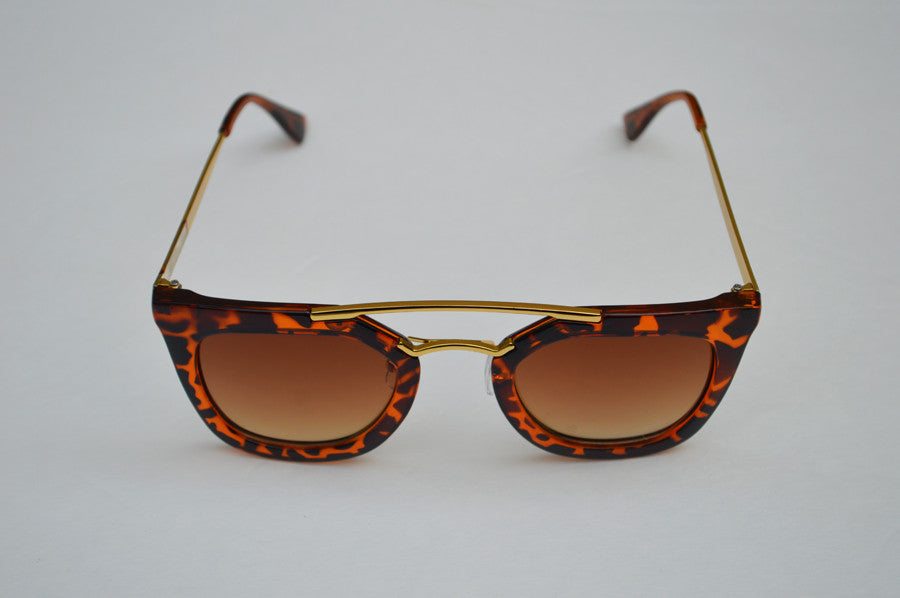Round Cateyes Oversized Retro Sunglasses With Gorgeous Gold Accents front 2