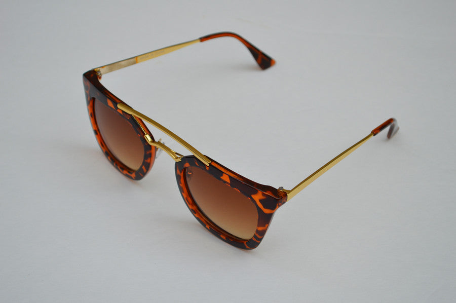 Round Cateyes Oversized Retro Sunglasses With Gorgeous Gold Accents side2