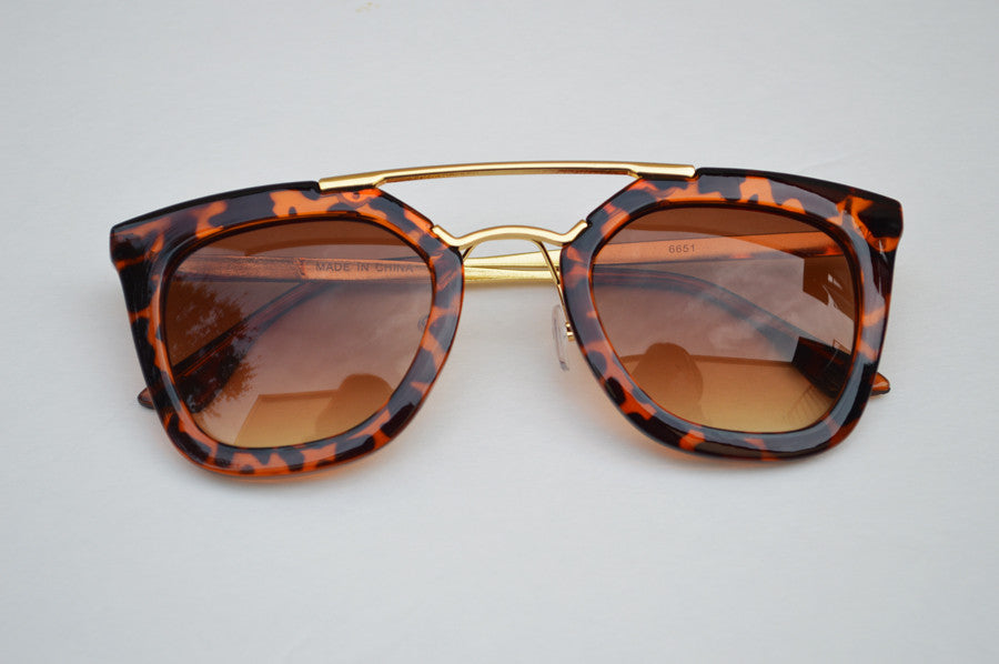 Round Cateyes Oversized Retro Sunglasses With Gorgeous Gold Accents head