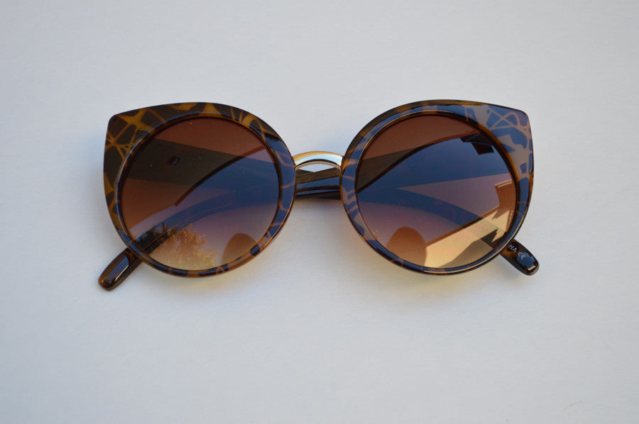 Cateyes Oversized Classic Sunglasses brown