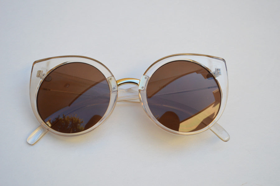 Cateyes Oversized Classic Sunglasses ivory