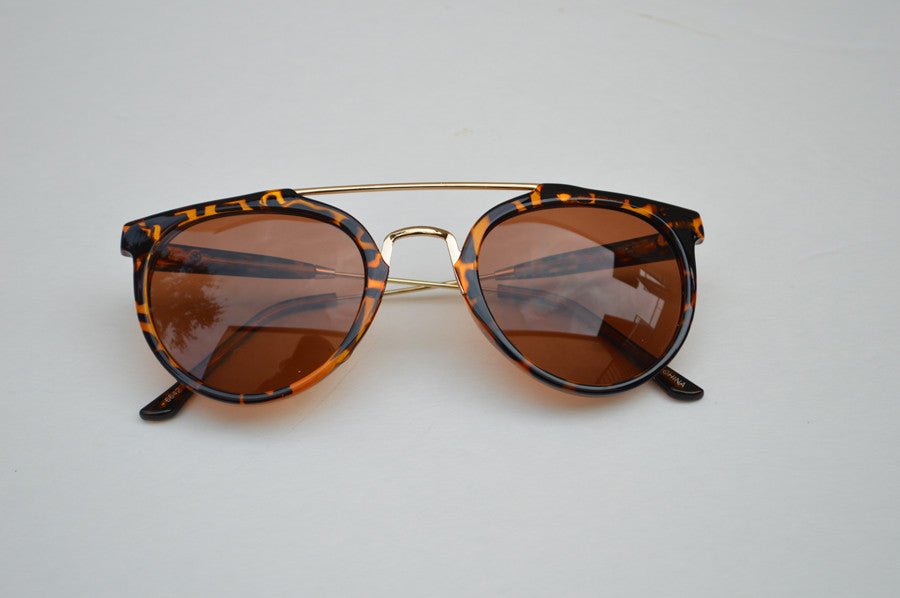 Round Street Style Sunglasses With Gold Accents brown