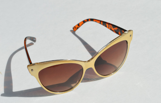 Cat Eyes sunglasses metallic Gold shadow view