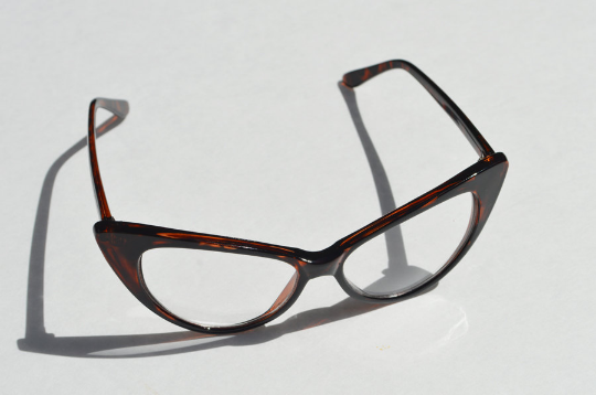 Cat eyes non prescription Dark Tortoise front view