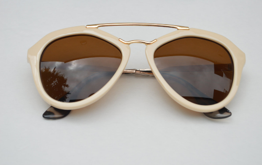 Cat eyes Round sunglasses with Metallics accents Ivory