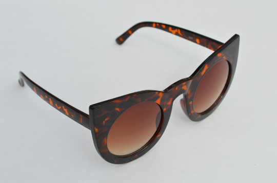 Cat eyes Round Sunglasses Statement  Tortoise