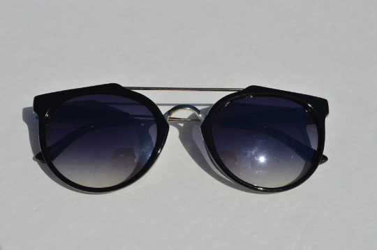 Cat eyes Sunglasses in White Brown front view