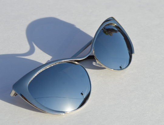 Cat eyes Sunglasses Silver Metallic chrome side view