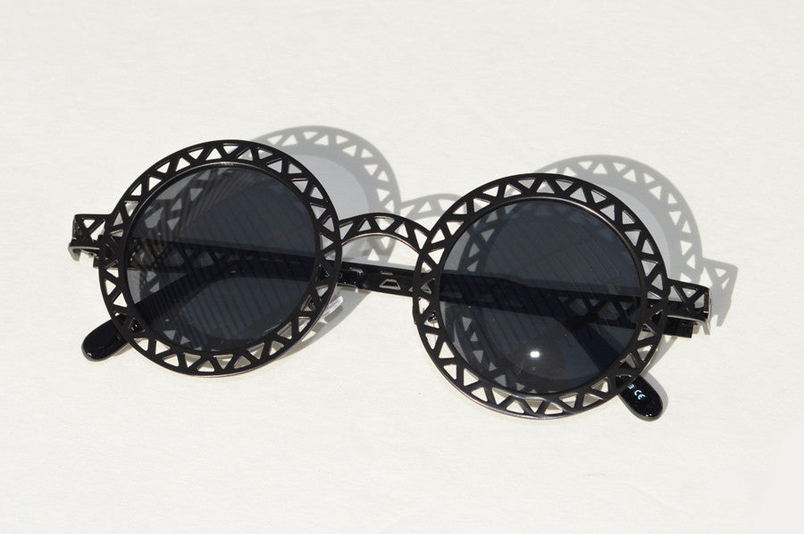 Round Metallic Cut out Dark Lense Sunglasses black