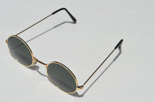 John Lennon sunglasses in round Gold shadow view