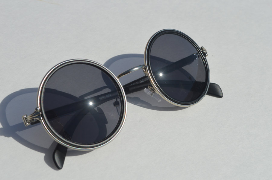John Lennon sunglasses in round Matte diagonal  view