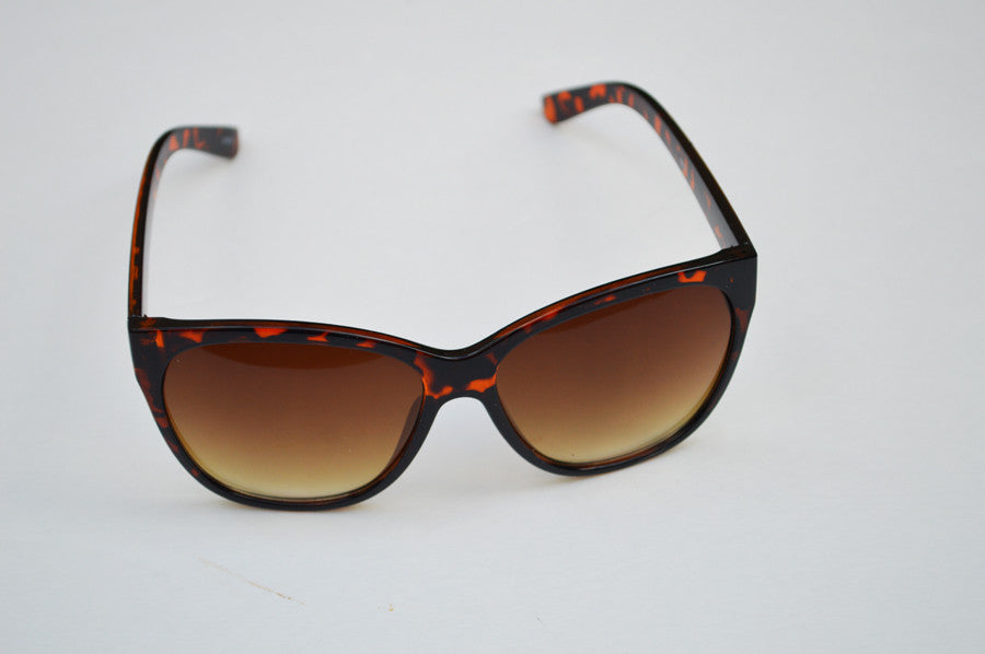 Round Oversized Cateyes in Brown Ultra Chic Sunglasses h