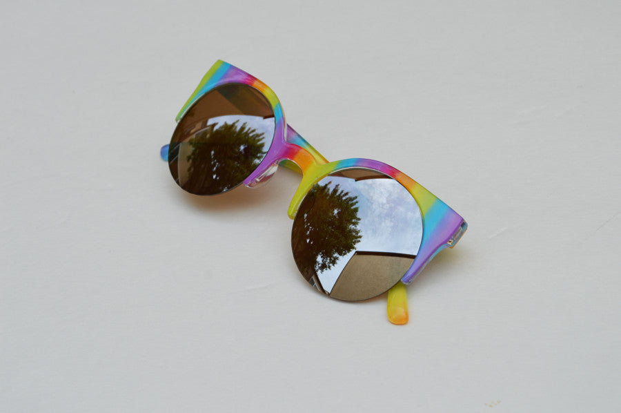 Round Half Frame Rainbow Metallic Lense Kawaii side
