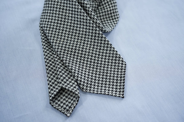 Archives: Black-White Medium Houndstooth