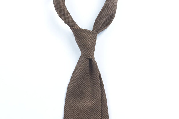 Undyed Escorial Brown Houndstooth