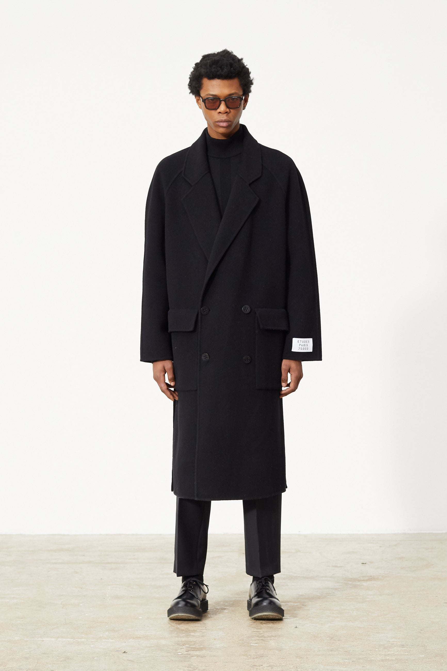 Études Venus Black Coat 1