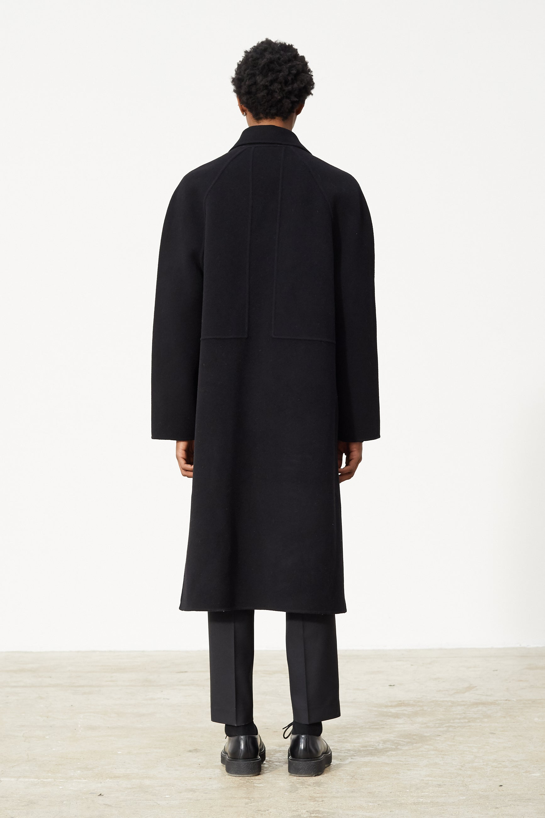 Études Venus Black Coat 2