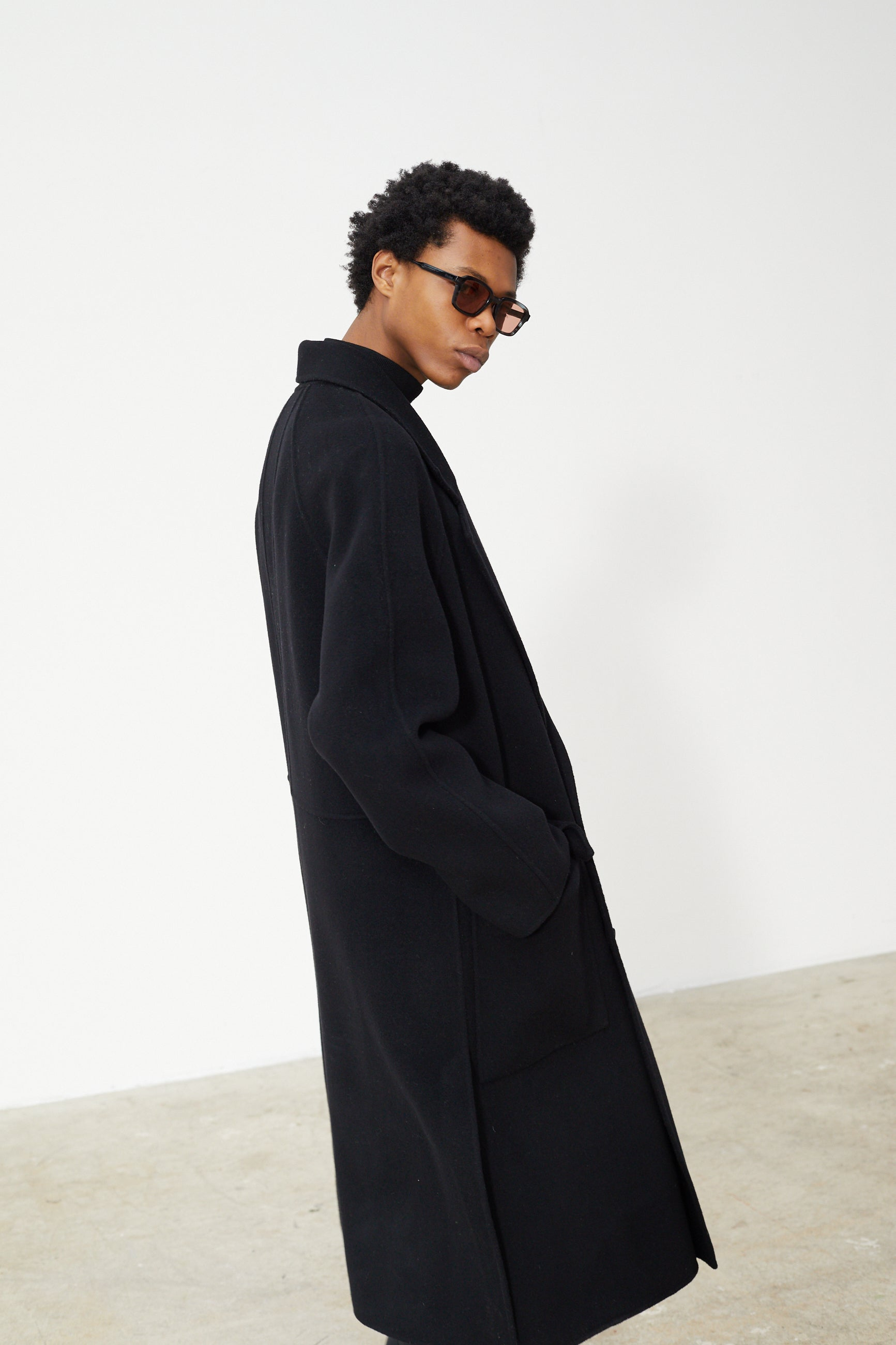 Études Venus Black Coat 5