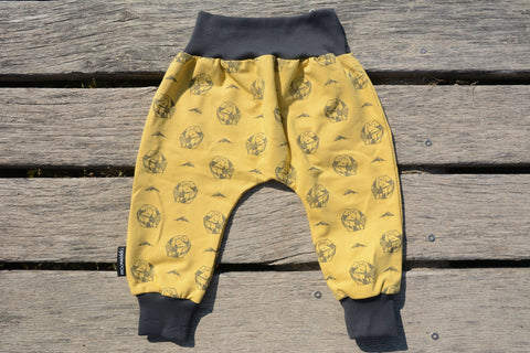 EXTRA COMFORTABLE BAGGY PANTS WITH ALLOVER GEOMETRIC BEAR AND MOUNTAIN PRINT