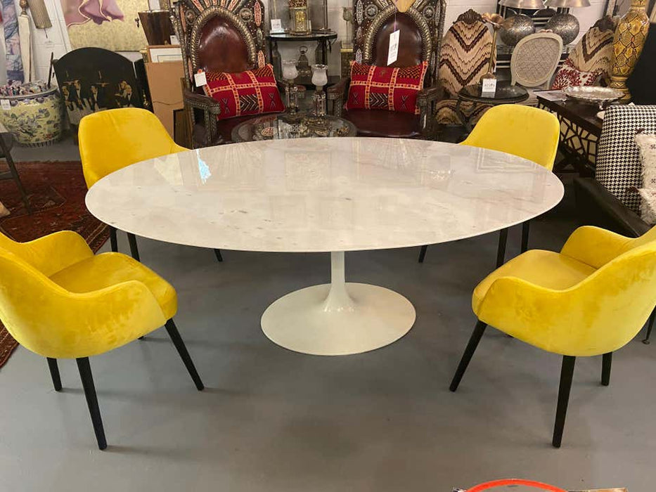 Mid-Century Modern Eero Saarinen for Knoll Oval Marble-Top Tulip Dining Table