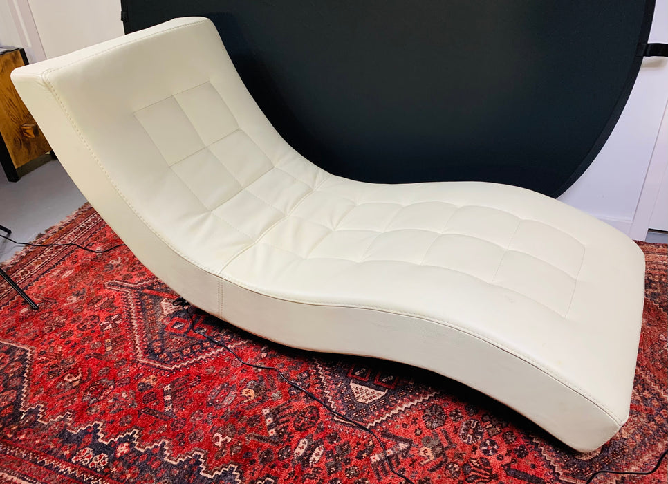 Tufted Ivory Leather Lounge Chair in the manner of Roche Bobois