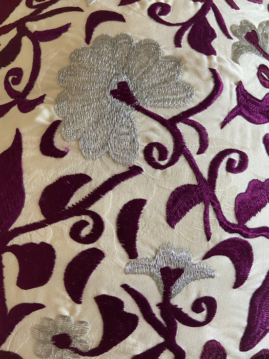 Handwoven Moroccan Bedding Set with Intricate Flower Pattern