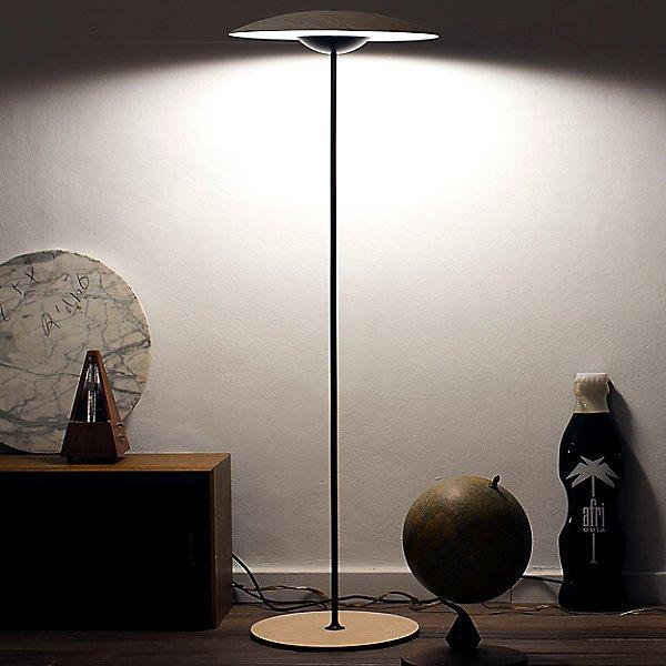 Ginger P LED Floor Lamp - Display