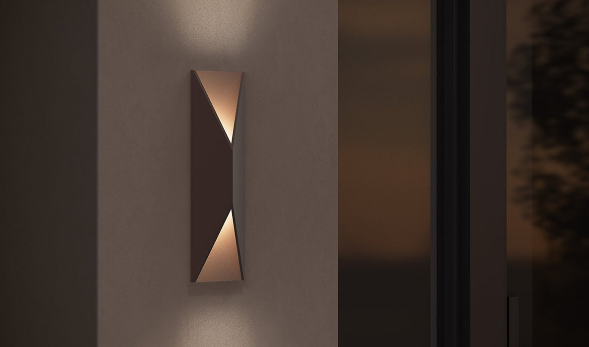 PRISMA OUTDOOR WALL LIGHT - Display