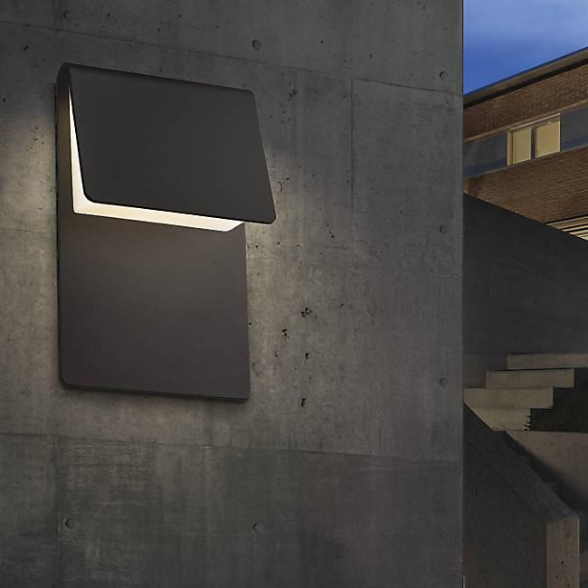 Ply Outdoor LED Wall Sconce - Display