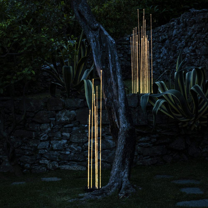 Reeds Outdoor LED Floor Lamp - Display
