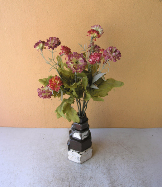 also holds dry or metal fake flowers