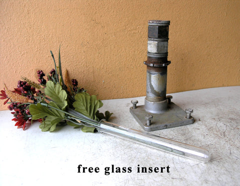holds glass tube for live flowers